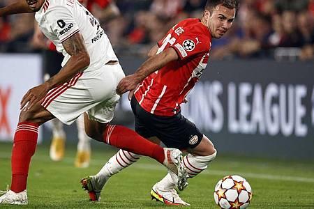 Verpasste mit Eindhoven gegen Benfica Lissabon die Königsklasse:Mario Götze (r). Foto: Maurice Van Steen/ANP/dpa