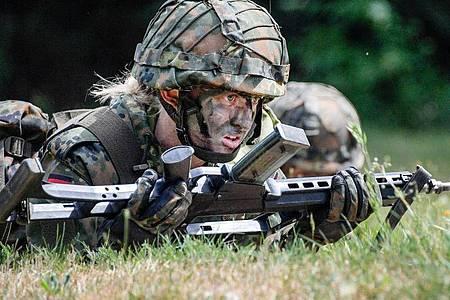 Bei der Bundeswehr sollen künftig Dienstgrade «gegendert» werden. Foto: Axel Heimken/dpa