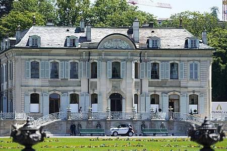 Die Villa la Grange in Genf. Hier kommen am Mittwoch US-Präsident Biden und der russische Präsident Putin zusammen. Foto: Markus Schreiber/AP/dpa