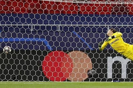 Gladbachs Torhüter Yann Sommer hatte beim Führungstreffer durch Manchester Citys Kevin De Bruyne keine Chance. Foto: Laszlo Balogh/AP/dpa