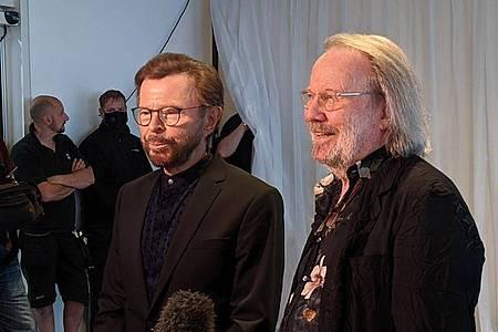 Björn Ulvaeus (l) und Benny Andersson sorgten für eine Überraschung: neue Abba-Songs. Foto: Philip Dethlefs/dpa