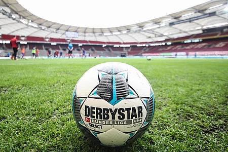 In der Bundesliga soll auch an Ostern der Ball rollen. Foto: Tom Weller/dpa-Pool/dpa