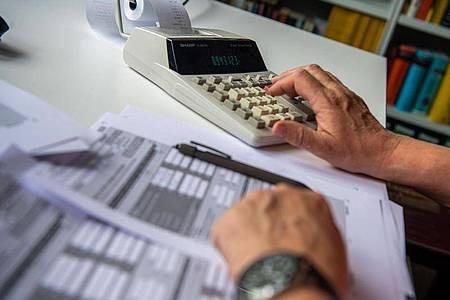 Springt nach den Urteilen eine nennenswerte Steuersenkung heraus?Das müssen detaillierte Rechnungen erst noch zeigen. Foto: Lino Mirgeler/dpa