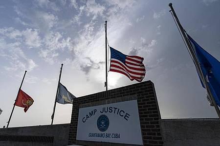 Das US-Gefangenenlager Guantánamo Bay in Kuba. Ein Militärtribunal hat dort fast 19 Jahre nach dem blutigen Terroranschlag auf Bali mit mehr als 200 Toten formell Anklage gegen drei Männer aus Indonesien und Malaysia erhoben. Foto: Alex Brandon/AP/dpa