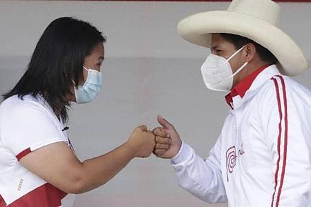 Die beiden Präsidentschaftskandidaten Keiko Fujimori (l) und Pedro Castillo. Foto: Francisco Vigo/AP/dpa