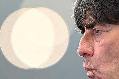 Das 0:6 in Sevilla gegen Spanien war der Tiefpunkt der deutschen Fußball-Nationalmannschaft um Bundestrainer Joachim Löw. Foto: Robert Michael/dpa-Zentralbild/dpa