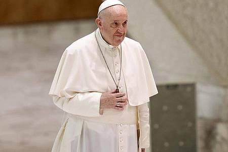 Papst Franziskus scheint Militärinterventionen kritisch zu sehen. Foto: Riccardo De Luca/AP/dpa