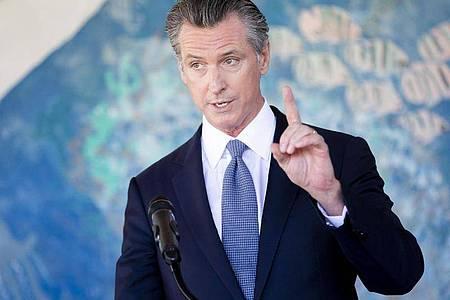 Der kalifornische Gouverneur Gavin Newsom bei einer Pressekonferenz. Foto: Santiago Mejia/Pool San Francisco Chronicle/dpa