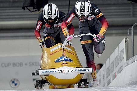 Pilotin Laura Nolte und Deborah Levi aus Deutschland starten in den Eiskanal. Foto: Caroline Seidel/dpa