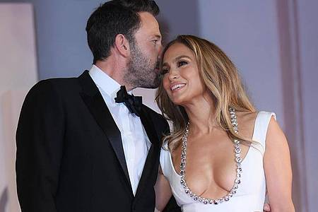 Das Hollywood-Traumpaar Jennifer Lopez und Ben Affleck ist zurück. Foto: Gian Mattia D`Alberto/LaPresse via ZUMA Press/dpa