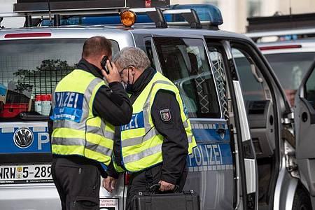 Mitarbeiter der Spurensicherung vor der JVA Münster. Foto: Bernd Thissen/dpa