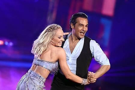 Der letzte Tanz:Schauspieler Erol Sander (hier mit Tänzerin Marta Arndt) ist ausgeschieden. Foto: Rolf Vennenbernd/dpa