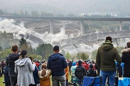 Die Talbrücke Eisern wog über 12.000 Tonnen. Foto: Bernd Thissen/dpa