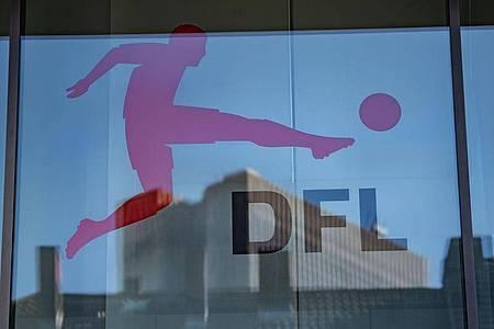 Die 36 DFL-Clubs beraten am Dienstag, wie es in der Corona-Krise weitergeht. Foto: Frank Rumpenhorst/dpa