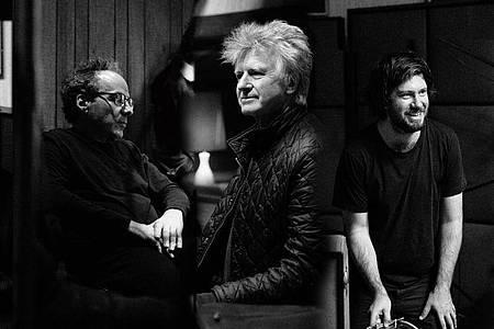 Die australisch-neuseeländische Band Crowded House mit dem Sänger?-Songwriter Neil Finn (2.v.r) haben ihre Auszeit beendet. Foto: --/Universal Music/dpa