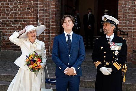 Königin Margrethe II., Prinz Christian und Kronprinz Frederik (l-r) am Dom St. Marien zu Hadersleben (Haderslev). Foto: Bernd von Jutrczenka/dpa