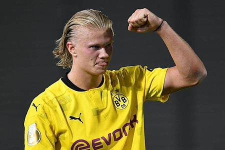 Stürmer Erling Haaland gilt mit seinen 21 Jahren bereits als kommender Weltstar. Foto: Arne Dedert/dpa