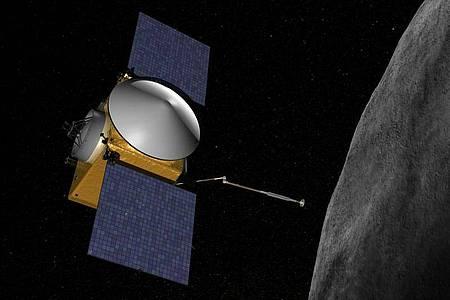 Eine grafische Darstellung zeigt die Nasa-Sonde Osiris-Rex (l), die sich dem Asteroiden Bennu nähert. Foto: Nasa/dpa