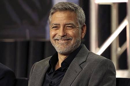 George Clooney spielt in «The Midnight Sky», in dem er auch Regie führte, einen älteren Forscher mit grauem Vollbart. Foto: Willy Sanjuan/Invision/AP/dpa