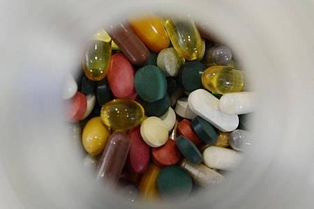 Laut Experten haben Nahrungsergänzungsmittel für viele Menschen die Anmutung eines Arzneimittels. Foto: picture alliance / dpa