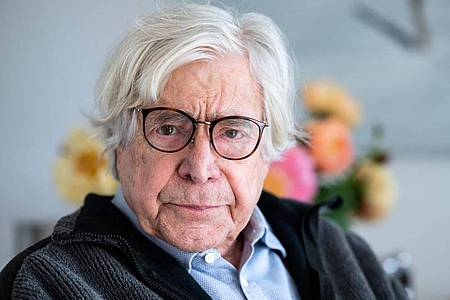 Bazon Brock ist emeritierter Professor für Ästhetik und Kulturvermittlung. Foto: Bernd von Jutrczenka/dpa