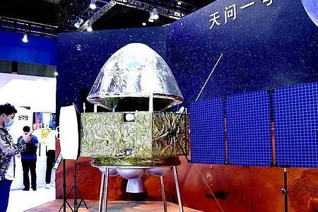 Modell der Marssonde Tianwen-1 bei der 22. Internationalen Industriemesse China International Industry Fair (CIIF) in Shanghai. Foto: Zhang Jiansong/XinHua/dpa