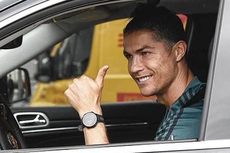 Cristiano Ronaldo darf bei Juventus Turin in der Serie A bald wieder seine Fußball-Kunst zeigen. Foto: Fabio Ferrari/LaPresse/AP/dpa