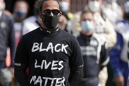 Formel-1-Weltmeister Lewis Hamilton bezieht klar Stellung: «Black lives Matter». Foto: Stephanie Lecocq/POOL EPA/AP/dpa