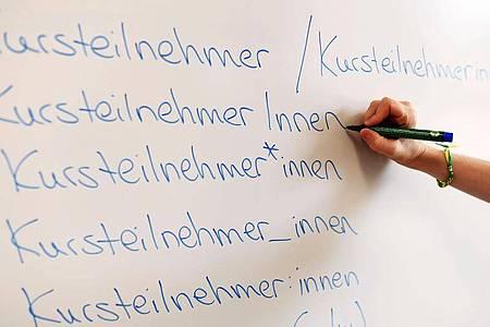 Das sächsische Kultusministerium will keine Gender-Sonderzeichen an Schulen. Foto: Uli Deck/dpa
