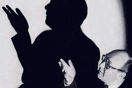 """«Sein Talent als Zauberkünstler wurde nur noch von dem als Selbstdarsteller übertroffen», schreibt Autor Malte Herwig in seinem Buch """"Der grosse Kalanag: Wie Hitlers Zauberer die Vergangenheit verschwinden ließ und die Welt eroberte"""" über den Magier Helmut Schreiber. Foto: Regg Media/Penguin Verlag/dpa"""