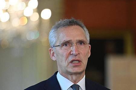 Nato-Generalsekretär Jens Stoltenberg sagt, die Alliierten seien über die engere Zusammenarbeit zwischen Moskau und Minsk in den vergangenen Monaten ernsthaft besorgt. Foto: Justin Tallis/PA Wire/dpa