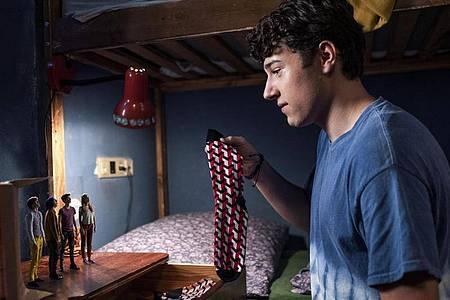 """Oskar Keymer als Felix in einer Szene des Films """"Hilfe, ich habe meine Freunde geschrumpft"""". Foto: Martin Valentin Menke/Petro Domenigg/blue eyes Fiction GmbH & Co.KG/dpa"""