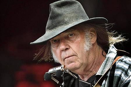 Neil Young reist in die 70er Jahre zurück. Foto: Nils Meilvang/EPA/dpa