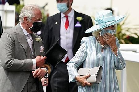 Der britische Prinz Charles und seine Frau Camilla bei der Ankunft in Ascot.. Foto: Andrew Matthews/PA Wire/dpa