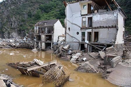 Ein nach der Hochwasserkatastrophe völlig zerstörtes Haus im rheinland-pfälzischen Mayschoß. Foto: Boris Roessler/dpa
