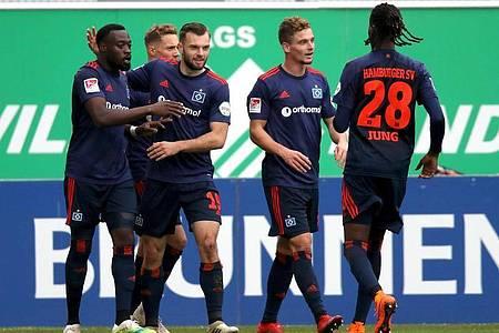 Der HSV feierte einen knappen Auswärtssieg in Fürth. Foto: Daniel Karmann/dpa