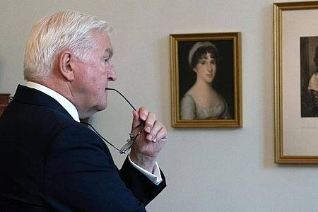 Bundespräsident Franz Walter Steinmeier hat die Kunstausstellung im Schloss Bellevue neu akzentuiert. Foto: Paul Zinken/dpa-Zentralbild/dpa
