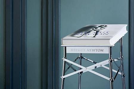 Exquisit und exklusiv:die Neuauflage von Helmut Newtons SUMO. Foto: Luca Rotondo/Taschen/dpa
