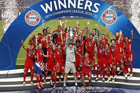 Auch ihren Königsklassen-Triumph in Lissabon mussten die Triple-Sieger vom FC Bayern vor leeren Rängen feiern. Foto: Matthew Childs/Pool Reuters/AP/dpa