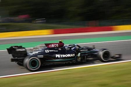 Der Finne Valtteri Bottas fuhr im Mercedes zunächst die schnellste zeit. Foto: Francisco Seco/AP/dpa