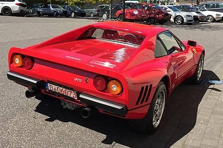 Dieses von der Polizei Düsseldorf zur Verfügung gestellte Foto zeigt einen Ferrari. Foto: ---/Polizei Düsseldorf/dpa
