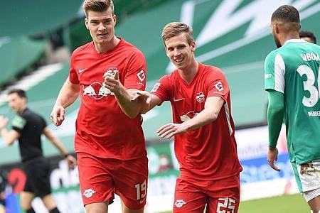 Alexander Sörloth (l) und Dani Olmo waren für alle drei Leipziger Treffer in der ersten Halbzeit verantwortlich. Foto: Carmen Jaspersen/dpa