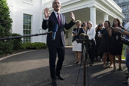 Jens Stoltenberg, NATO-Generalsekretär, spricht zu Reportern nach einem Treffen mit US-Präsident Biden im Weißen Haus. Der Nato-Gipfel in der kommenden Woche wird nach Einschätzung von Stoltenberg ein Zeichen der transatlantischen Einheit aussenden. Foto: Evan Vucci/AP/dpa