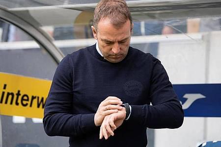 Hat momentan keine Eile in Sachen Vertragsverlängerung beim FC Bayern: Coach Hansi Flick. Foto: Tom Weller/dpa