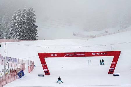 Zu viel Nebel auf der Strecke machte sichere Rennen in Lenzerheide unmöglich. Foto: Jean-Christophe Bott/KEYSTONE/dpa