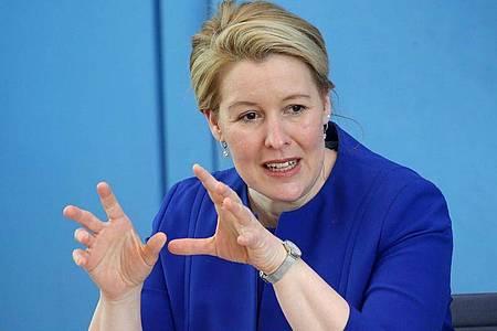 Franziska Giffey (SPD) fordert Gespräche über die Rückkehr zum Regelbetrieb in den Schulen. Foto: Wolfgang Kumm/dpa