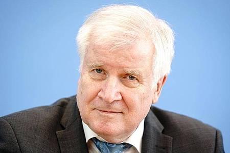Bundesinnenminister Horst Seehofer hatte die drei Vereine bereits am 15. April verboten. Foto: Kay Nietfeld/dpa