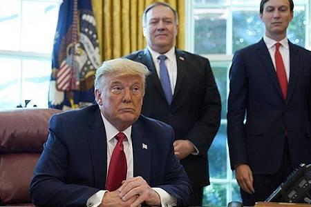 Donald Trump während einer Telefonkonferenz mit den Regierungschefs von Israel und dem Sudan. Foto: Alex Brandon/AP/dpa