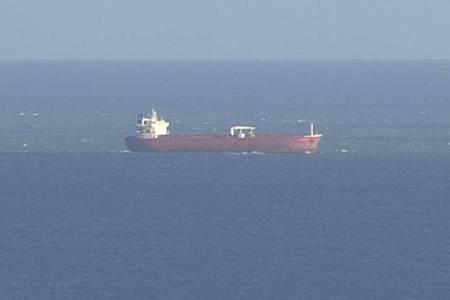 Das Standbild aus einem SKY-Video zeigt den n Öltanker vor der britischen Isle of White. Foto: -/Sky News/AP/dpa