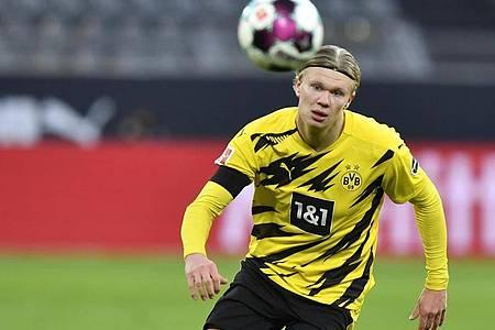 Im Top-Spiel des 15. Spieltages geht der BVB mit Stürmer-Star Erling Haaland in der Sturmspitze gegen RBLeipzig ins Spiel. Foto: Martin Meissner/Pool AP/dpa